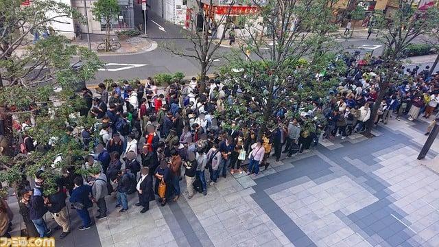 Más de 1000 otakus hacen fila para recibir una carta en Japón