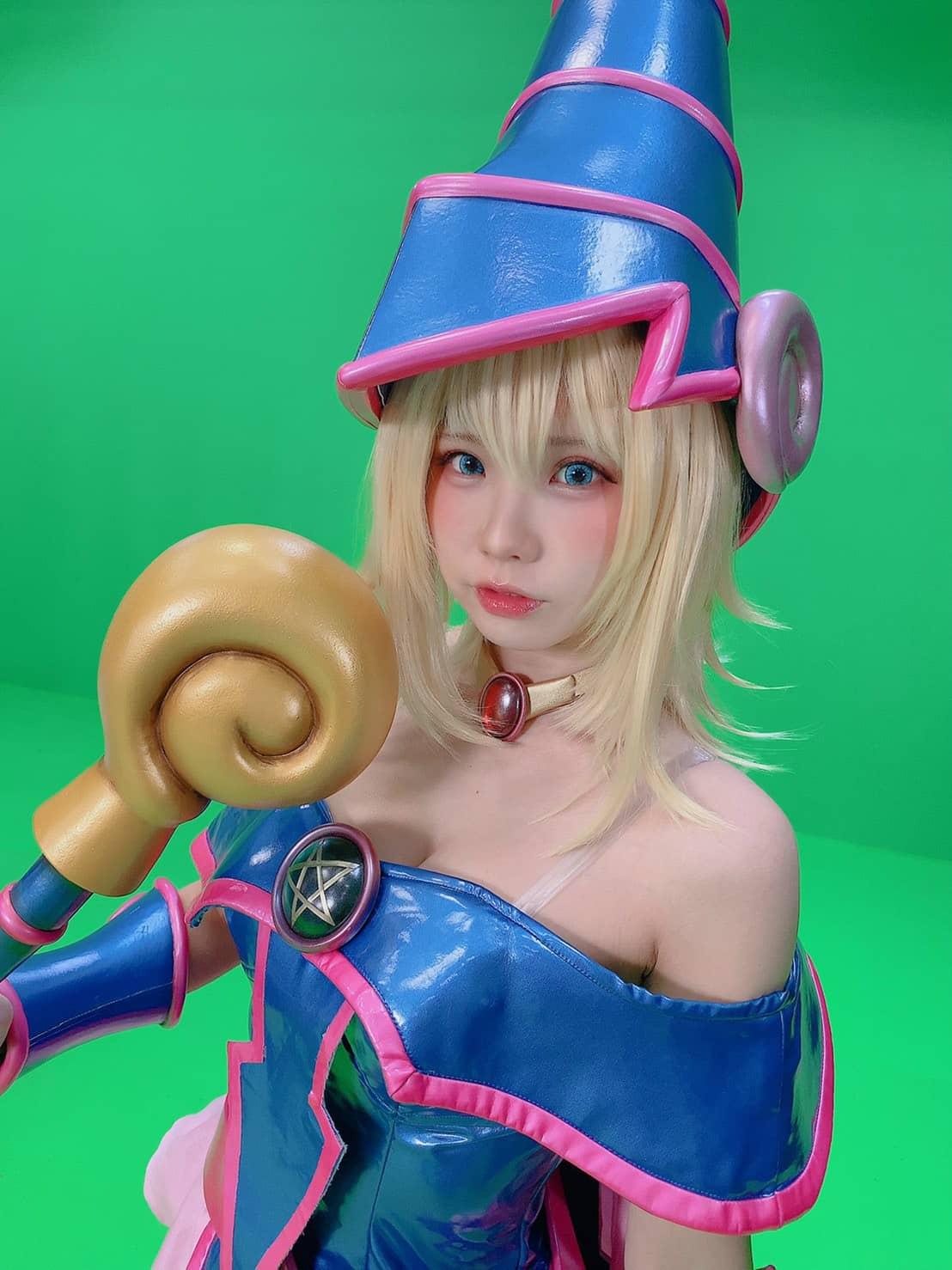 Yu-Gi-Oh! - La enako número 1 de Japón sorprende con un genial cosplay de la maga oscura