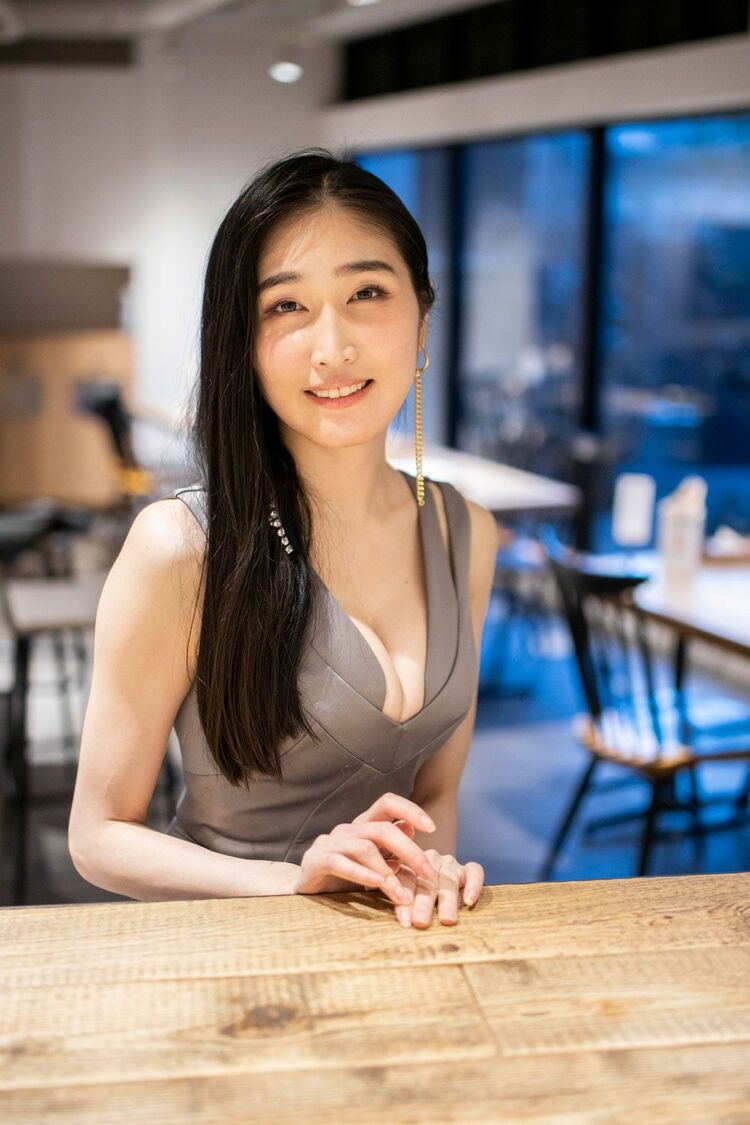 Ella es Nayuka Mine - La actriz JAV que se convirtió en mangaka